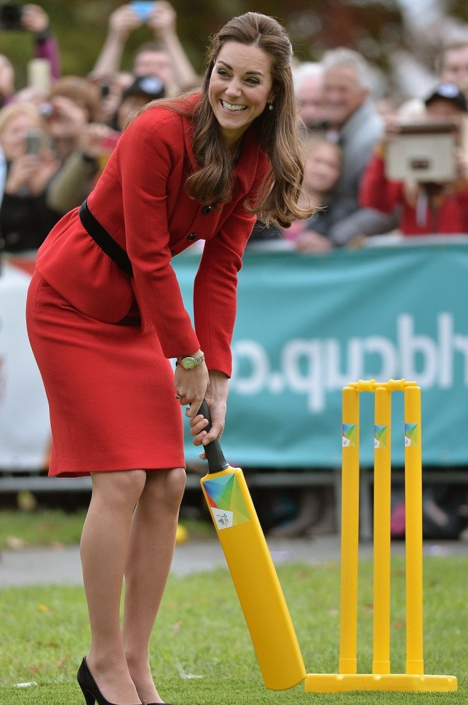 William and Kate Bowl Each Other Over With a Game of Cricket (1)