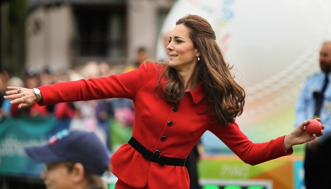 William and Kate Bowl Each Other Over With a Game of Cricket (2)